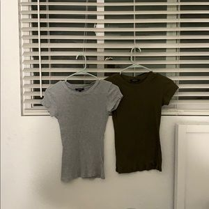 2 pack of shirts green and gray